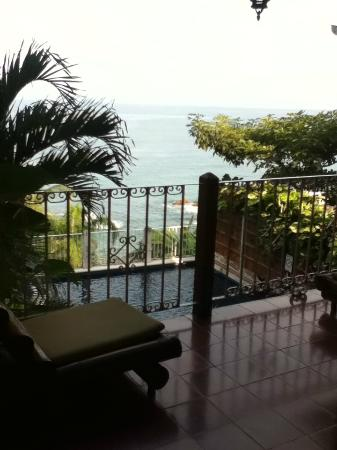 Playa Conchas Chinas: view from lobby to pool