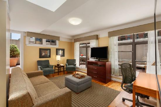 BEST WESTERN PLUS Hospitality House: Two Bedroom Penthouse Living Room