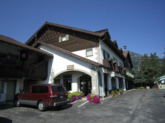 The Linderhof Inn in August