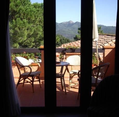 Relais delle Picchiaie: View through french window to balcony