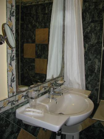 Grand Hotel Parco Del Sole: Nice big bathroom
