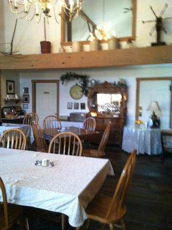 The Barn Inn Bed and Breakfast: Breakfast area