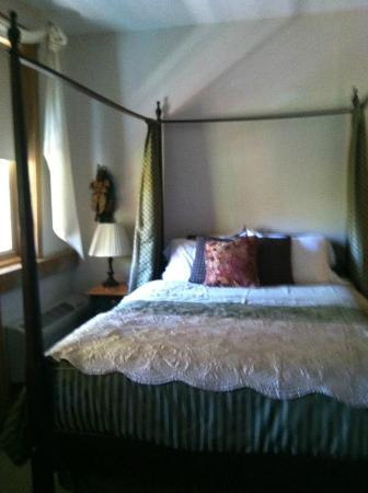 The Barn Inn Bed and Breakfast: Rose Garden Room