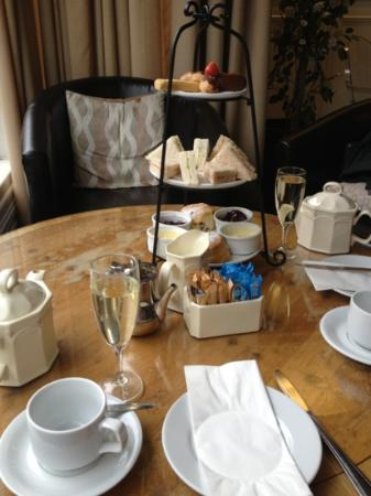 Hinton Firs Hotel: our yummy cream tea!