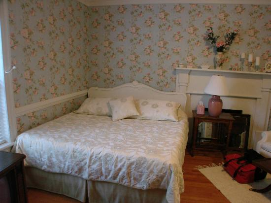 Speed the Plough Bed and Breakfast: Extremely comfortable king bed