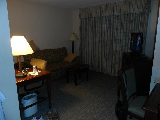 Homewood Suites by Hilton San Diego/Del Mar: Corner room. Window in living area and bedroom.