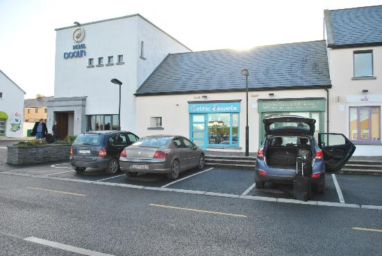 Hotel Doolin: front of the hotel