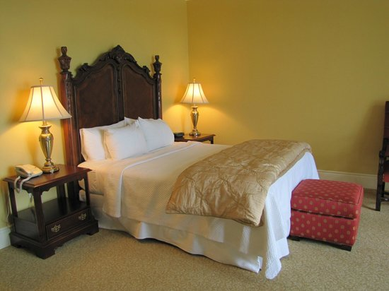 Riverbend Inn and Vineyard: Bed
