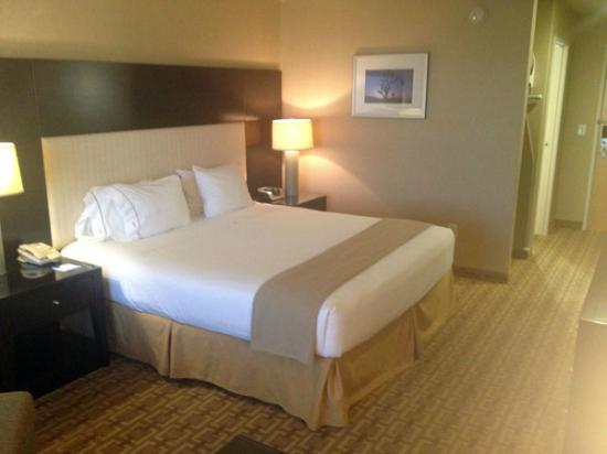 Holiday Inn Express Hotel and Suites Las Vegas 215 Beltway: Bedroom