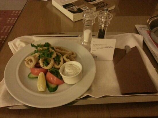Four Points by Sheraton Downtown Dubai: Good looking and well tasting night snacks