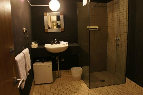 Altamont Hotel Sydney - by 8Hotels: toilet - kinda cold