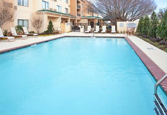 Courtyard by Marriott Abilene: Outdoor Pool