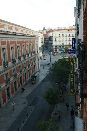 Hostal El Pilar: View towards Plaza del Sol