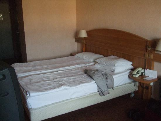Mercure Budapest Buda: probably our worst hotel bed ever..