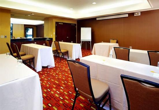 Courtyard by Marriott Lynchburg: Meeting Room – Classroom Setup