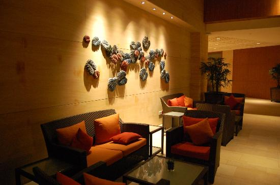 Wall decor near lobby picture of shangri la 39 s rasa for Spa wall decor