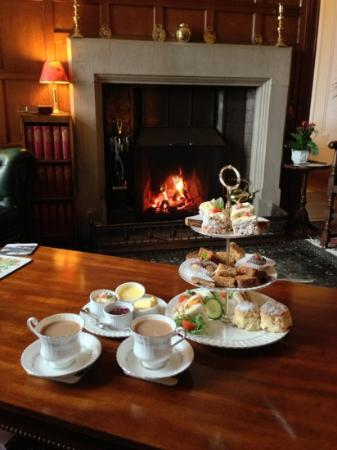 Tigh na Sgiath Country House Hotel: afternoon tea!