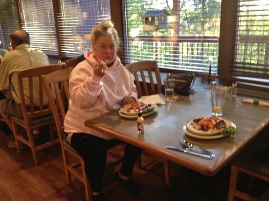 Carter Caves State Resort: Having a salty hot brown in the Tierney's Cavern dining hall at Carter Cave Resort Park