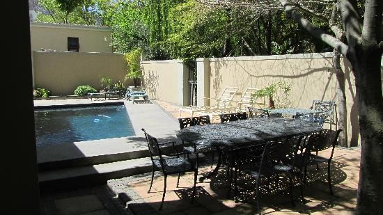 Kruger House Guest Cottages: Pool