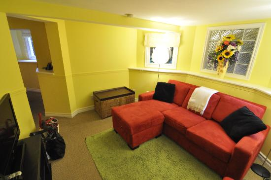 Barclay House Bed and Breakfast: Garden Suite - Living Room