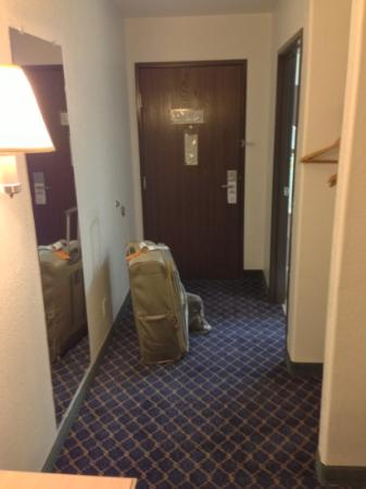 Days Inn Benson: room entryway (213)