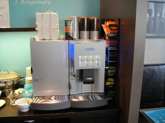 Motel One Berlin-Ku'damm: Coffee machine