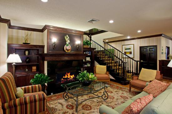 Country Inn &amp; Suites Asheville at Biltmore Square: CountryInn&amp;Suites Asheville Lobby