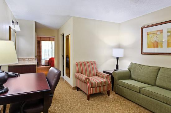 ‪‪Country Inn & Suites Moline Airport‬: CountryInn&Suites MolineArpt Suite‬