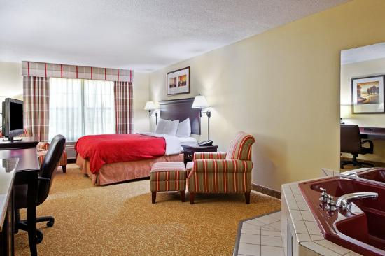 Country Inn & Suites Moline Airport: CountryInn&Suites MolineArpt WhirlpoolSuite