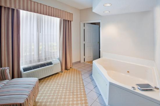 Country Inn & Suites Columbus: CountryInn&Suites Columbus WhirlpoolSuite