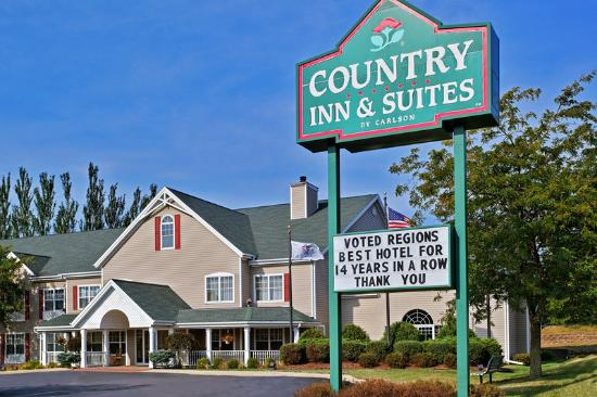 Country Inn & Suites Freeport: CountryInn&Suites Freeport ExteriorDay