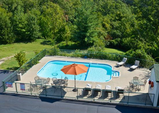 Econo Lodge at Thousand Hills: pool