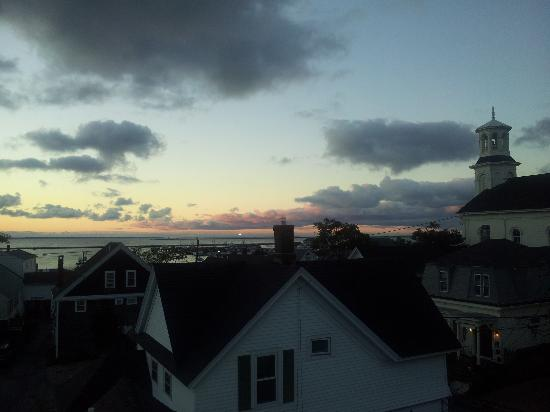 White Porch Inn: Sunrise from the roof deck.