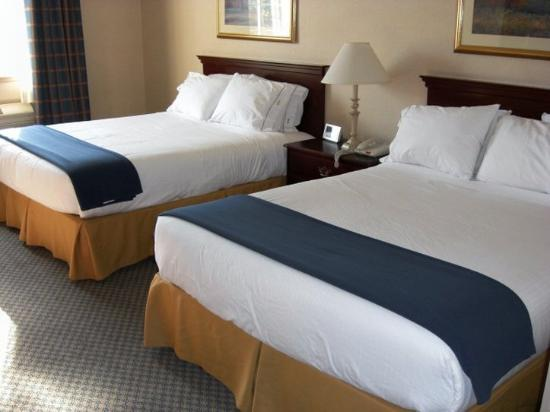 Holiday Inn Express Hotel &amp; Suites Jackson: Queen Bed Guest Room
