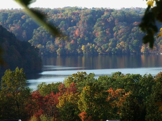 Lakeview Golf Resort and Spa: Cheat Lake is Lovely