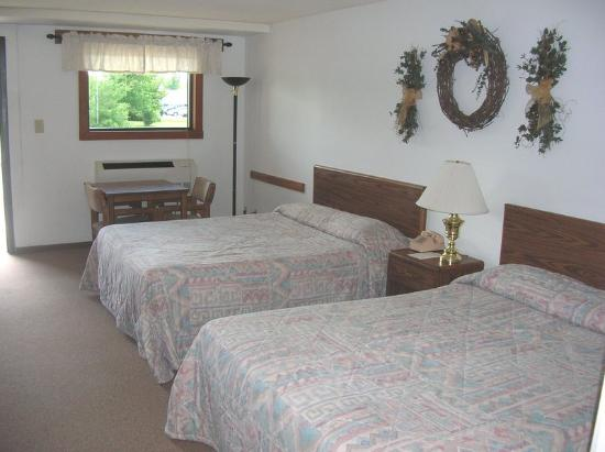 Fish Inn Omro: Standard room , two queen beds