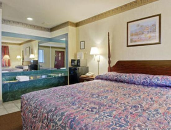 Super 8 Motel Seguin: Special King Room With Jacuzzi
