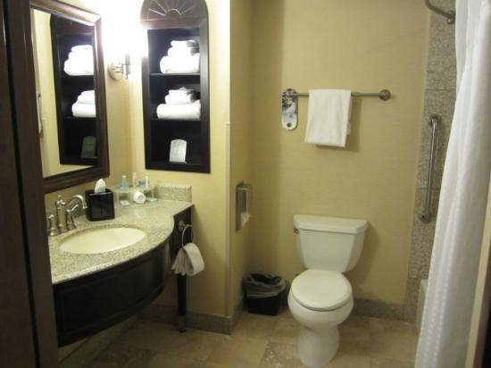Holiday Inn Express Hotel & Suites Atascadero: FANTASTIC BATHROOM