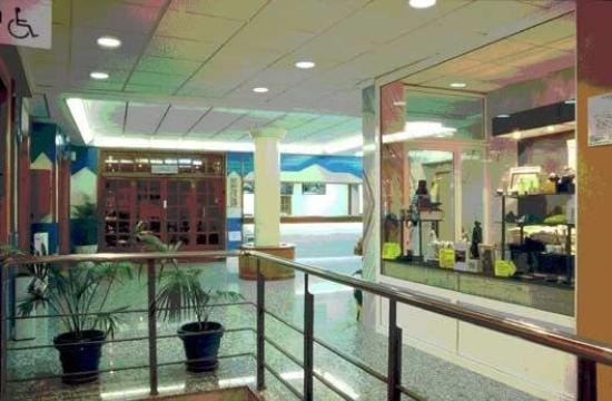 North Latitudes Business Hotel: Lobby View