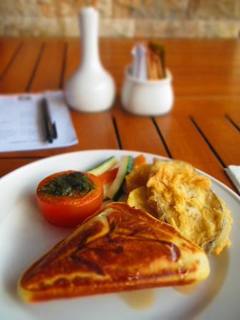 BEST WESTERN Resort Kuta: Breakfast at the hotel.