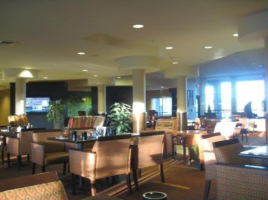 Courtyard Flagstaff: lounge in hotel lobby