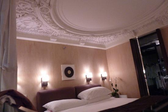 City Club Hotel: King Bed in Suite obere Etage der Suite