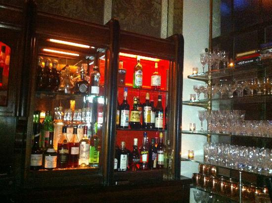 Chateau Marmont: The hotel lobby bar