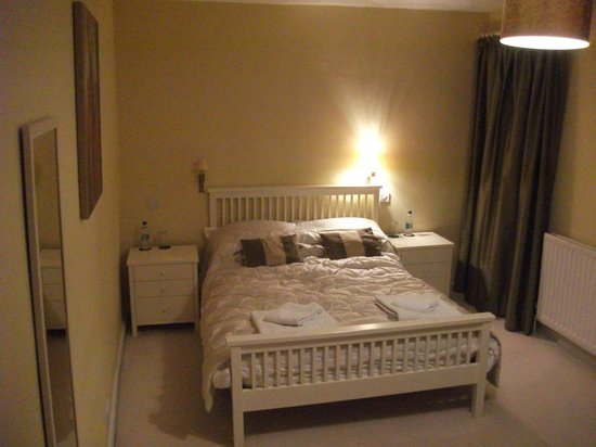 The White Horse Inn: bedroom 1
