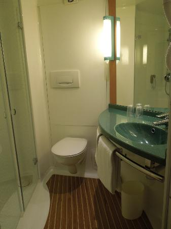Ibis Charles de Gaulle Paris Nord 2: Bathroom