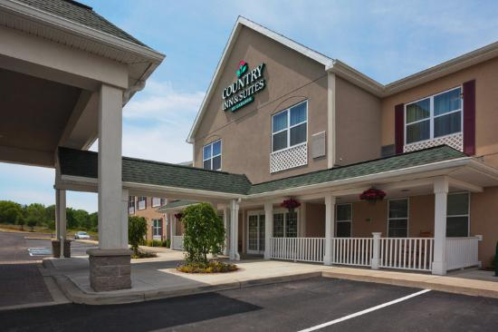 Photo of Country Inn & Suites Ithaca