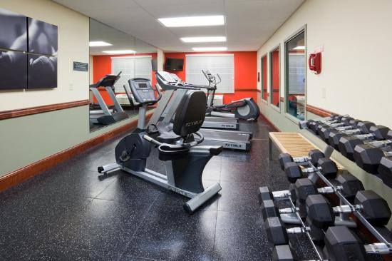 Country Inn &amp; Suites Red Wing: CountryInn&amp;Suites RedWing FitnessRoom