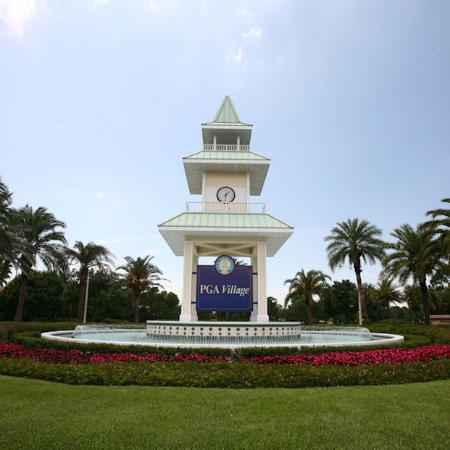 Perfect Drive Golf Villas: PGAVillage Clock Tower