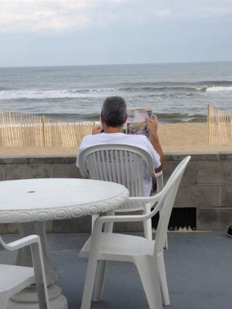 Beacon Motor Lodge: Talk about oceanfront!