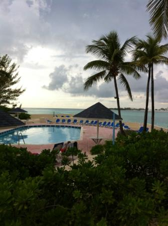 Blue Water Resort on Cable Beach: vue de la fenêtre de la chambre
